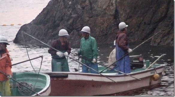 Des pêcheurs de la baie de Taiji avec leurs harpons ©2009 Oceanic Preservation Society LLC. All rights reserved.jpg