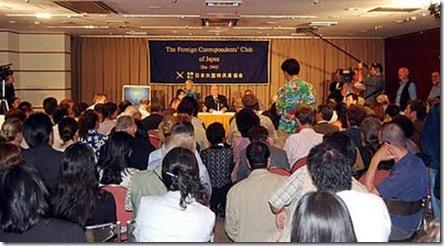 La conférence de presse au Club de la Presse Etrangère à Tokyo. Copyright - Mark J. Palmer